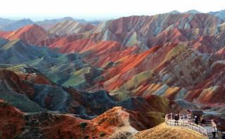 ¿Estas coloridas montañas chinas han sido pintadas?
