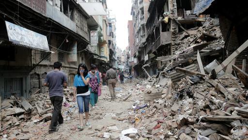 Muchos edificios en Katmandú, la capital de Nepal, no pudieron aguantar la sacudida.