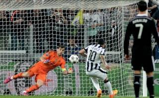 Carlos Tevez dio triunfo a Juventus con penal que él fabricó