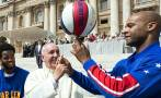 Papa Francisco se lució con los Globetrotters en el Vaticano