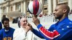 Papa Francisco se lució con los Globetrotters en el Vaticano - Noticias de hinchas famosos