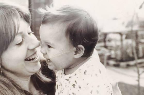 Consejos de mamá: famosas comparten enseñanzas maternales
