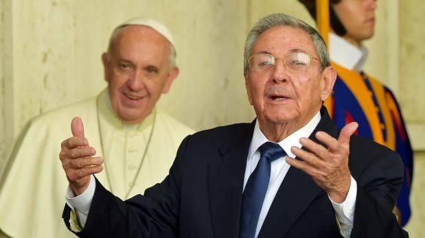 Raúl Castro en el Vaticano: Si el Papa sigue así vuelvo a rezar
