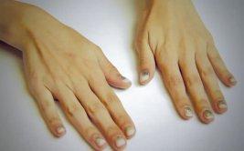 Pinta tus uñas de dorado con este tutorial  [VIDEO]