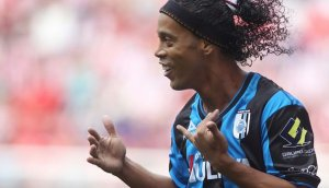Ronaldinho y el 'taco' con el que sorprendió en México (VIDEO)