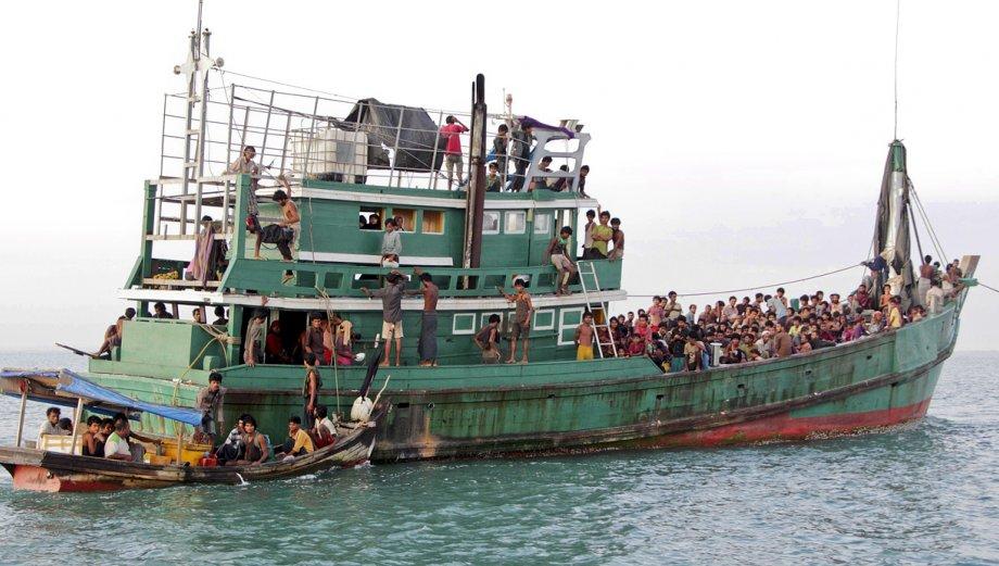 Malasia e Indonesia reciben a balseros varados en sus costas