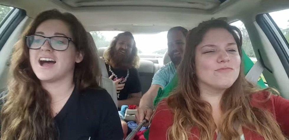 YouTube: ¿Por qué no usar un palo de selfie mientras se maneja?