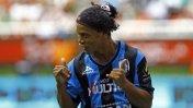 Insólito: Ronaldinho fue cambiado y abandonó el estadio molesto