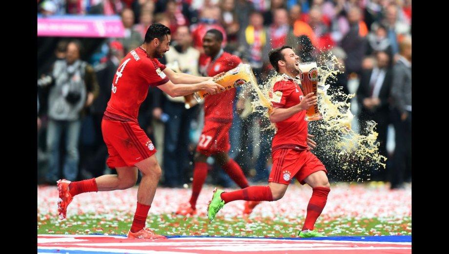 Claudio Pizarro y Bayern Múnich celebran título de Bundesliga