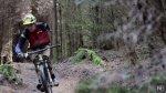 La superación de un ciclista de montaña con un brazo [VIDEO] - Noticias de accidente