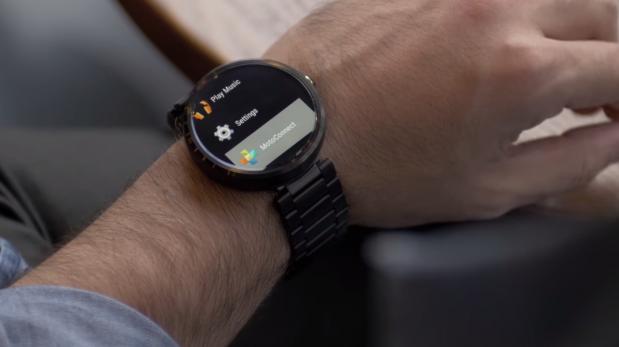 Con este gadget controla tu reloj inteligente sin tocarlo ...