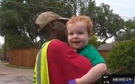 Singular amistad entre niño y recolector de basura [VIDEO]