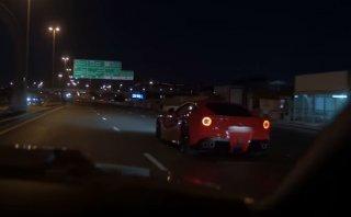YouTube: Ferrari F12 Berlinetta se choca haciendo piques