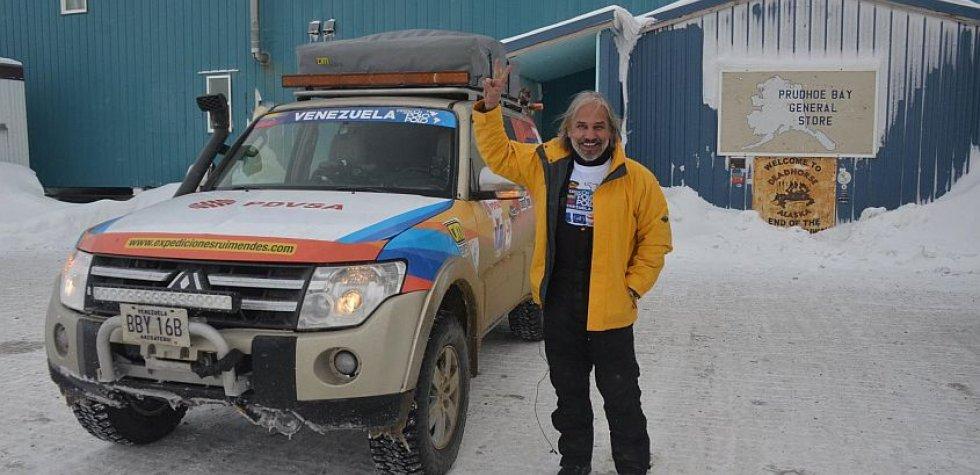 Rui Mendes, piloto que va de polo a polo con su camioneta