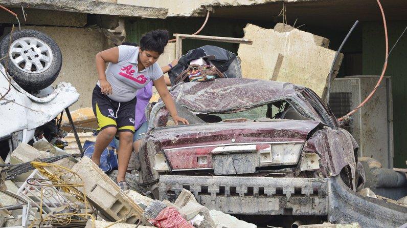 Un tornado azotó la mañana del lunes una población mexicana fronteriza con Estados Unidos, donde mató al menos a 13 personas, destruyó casas y volcó automóviles y otros vehículos. (Foto: Reuters/Jaime Escamilla)