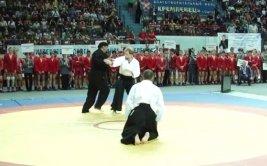 Steven Seagal dicta cátedra de artes marciales a los 63 años