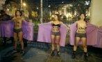 Mujeres se desnudan por despenalización del aborto