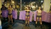 Mujeres se desnudaron para exigir la despenalización del aborto