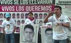 Padres de desaparecidos de Ayotzinapa protestan en Argentina