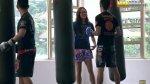 Se hizo pasar por 'nerd' y les dio tremenda golpiza [VIDEO] - Noticias de germaine yeap