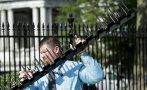 Casa Blanca refuerza seguridad con púas de acero en sus rejas