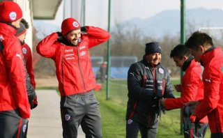 Sampaoli detuvo entrenamiento de Chile por presencia de un dron