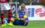 Increíble: portero se dislocó dedos y siguió jugando (VIDEO)