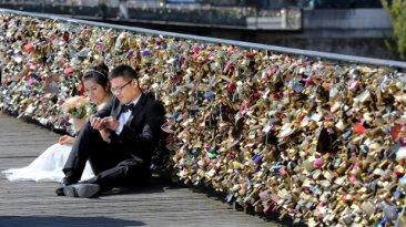"""Francia: Los """"candados del amor"""" serán retirados desde el lunes"""