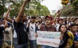 Venezolanos marchan por aumento de presupuesto a universidades