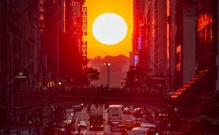 Así sorprende el sol a los neoyorquinos en el Manhattanhenge