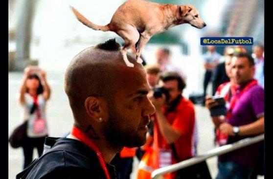 Barcelona y el peinado de Dani Alves protagonistas de memes