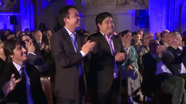 Mitsuharu Tsumura celebra el reconocimiento en Londres. (Foto: Captura de pantalla)