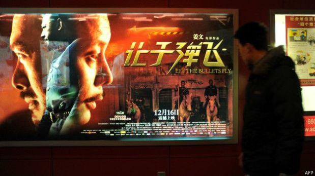 Pese a que la pueden ver en sus casas, muchos siguen teniendo a las películas como una excusa para salir. (Foto: Reuters)