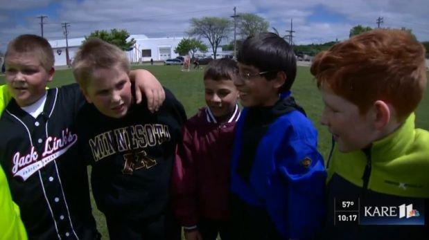 Niños defienden a compañero de colegio víctima de bullying