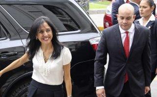La contradicción de Roy Gates sobre el sueldo de Nadine Heredia