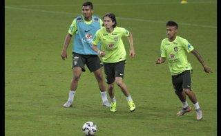 Neymar entrenó y será titular ante Honduras este miércoles