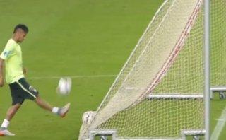 Neymar y un tiro de fantasía en los entrenamientos de Brasil