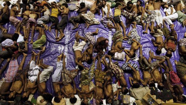 Miles de inmigrantes birmanos de la etnia rohingya intentan llegar a las costas de Malasia o Tailandia.