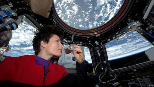 Como buena italiana, enseñó al mundo cómo se hace un café espresso en el espacio.