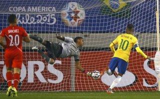 Neymar anotó un gol de cabeza a Perú en la Copa América (VIDEO)