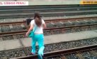 Metro de Lima evalúa sancionar a mujer que salvó a perro
