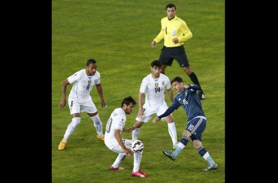 Lionel Messi: así marcan los uruguayos al astro de Argentina