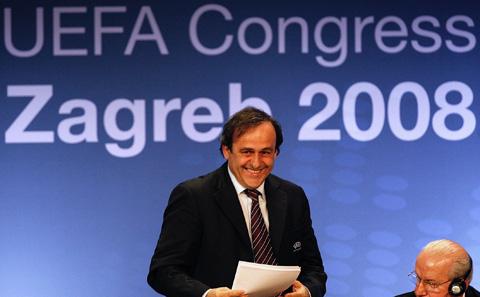Platini es el actual presidente de la UEFA, cargo que asumió desde el 2007.