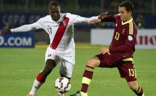 Advíncula fue el mejor de Perú ante Venezuela, según lectores