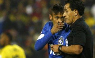 """Neymar """"agarró de los brazos al árbitro y le dijo hijo de p..."""""""
