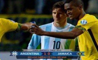 Jugador de Jamaica se hizo un selfie con Lionel Messi (VIDEO)