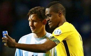 """Brown tras selfie con Messi: """"Es el mejor día de mi vida"""""""