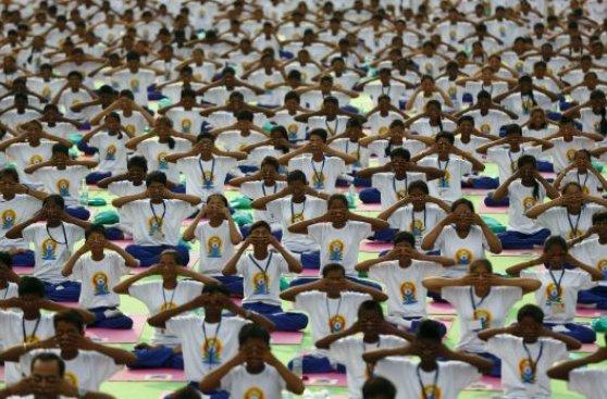 El mundo celebra el primer Día Internacional del Yoga