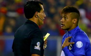 Neymar: Brasil apelará sanción a delantero este lunes