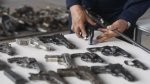 Casi dos mil presos tienen licencia para portar armas - Noticias de ley de servicio civil